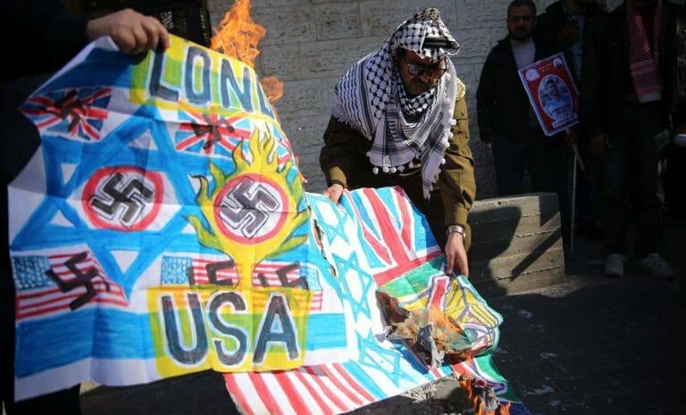 Bei Protesten im Gazastreifen werden nicht nur US- und Israel-Fahnen, sondern – wegen der Balfour-Deklaration – auch GB-Flaggen verbrannt