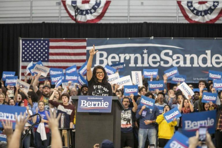 Rashida Tlaib auf einer Wahlkampveranstaltung für Bernie Sanders