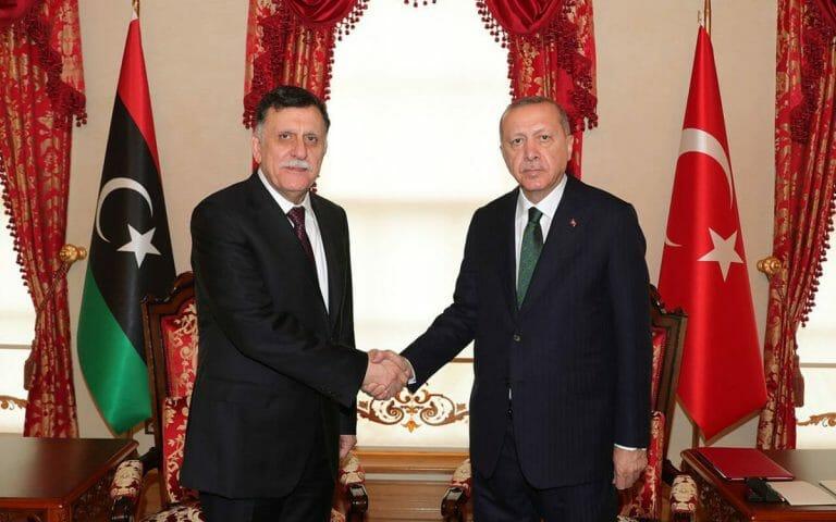Erdogan und der Ministerpräsident der libyschen Nationalen Einheitsregierung Fajes al-Sarradsch
