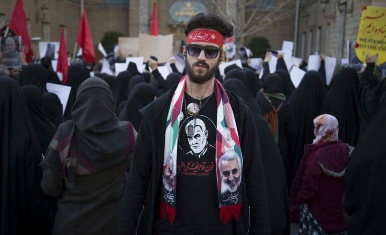 Regimeanhänger im Iran trauern um den Kommandeur der Quds-Einheit Qassem Soleimani