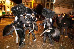 Orthodoxe Juden als Insekten - Antisemitismis beim Karneval in Aalst. (imago images/Belga)