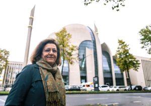 Die Exil-Iranerin Mina Ahadi hält es für unanständig, Preise vom iranischen Regime entgegenzunehmen. (imago images/epd)