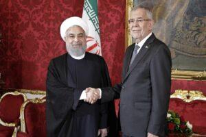 Erinnert sich noch gerne an den Besuch von Hassan Rohani, dem lächelnden Aushängeschild des iranischen Regimes: Bundespräsident Alexander Van der Bellen (imago images/Future Images)