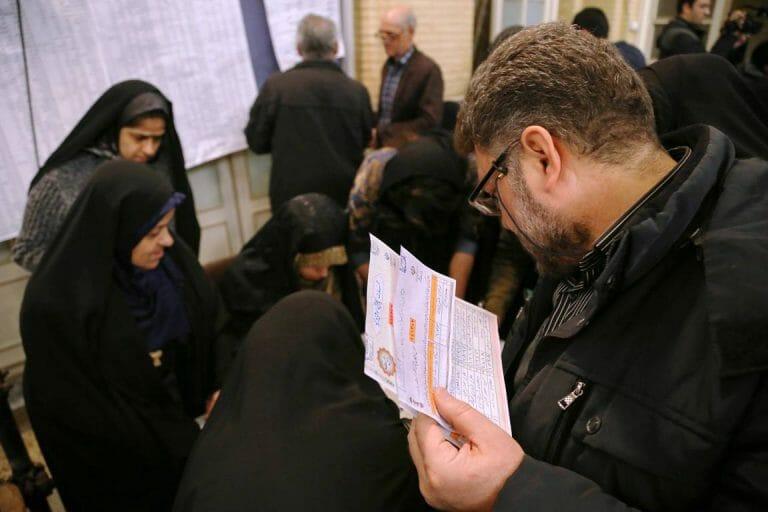 In den Wahllokalen, die für westliche Medien zugänglich waren, wurde rege Wahlbeteiligung inszeniert. Im Rest des Landes sah es anders aus. (imago images/ZUMA Press)