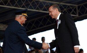Erdogan mit dem damaligen Generalstabschef Ilker Basbuğ, bevor dieser 2012 verhaftet wurde