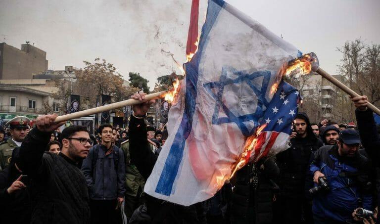 Das Verbrennen von Israel- und US-Flaggen hat im Iran immer Saison