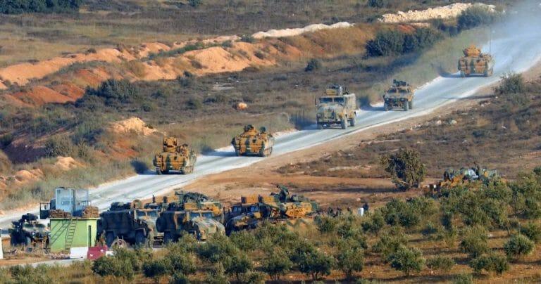 Türkischer Militärkonvoi an der Grenze zu Syrien