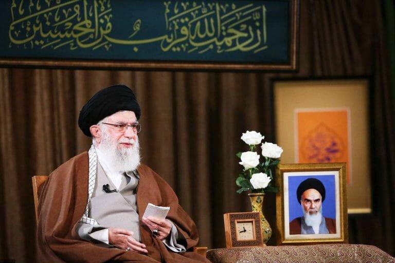 Khamenei wettert gegen US-Sanktionen und verbreitet Verschwörungstheorien über den Corona-Virus. Sein Vermögen soll bis zu 200 Milliarden Dollar betragen. (imago images/ZUMA Wire)
