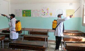 Arbeiter desinfizieren Schule in Damaskus