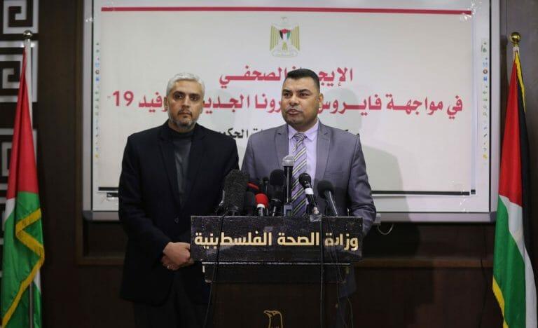 Funktionäre der Hamas-Gesundheitsbehörde in Gaza auf einer Pressekonferenz zu Corona