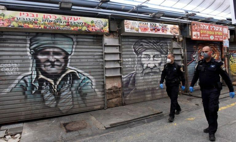 Polizisten in Jerusalem überwachen den Corona-Lockdown
