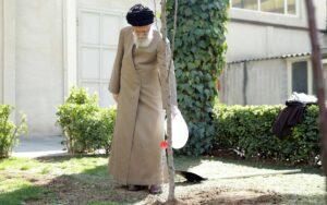 Einer der letzten öffentlichen Auftritte Khameneis während der Corona-Krise