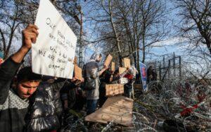Flüchtlinge demonstrieren an des türkisch-griechischen Grenze