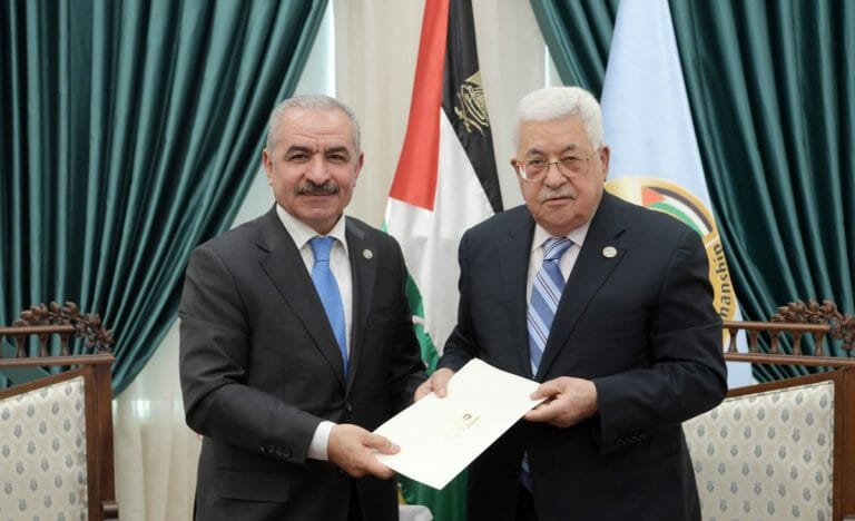 Der Premierminister der Palästinensischen Autonomiebehörde Mohammed Shtayyeh mit Mahmud Abbas