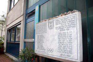 Gedenkttafel für die Opfer am Ort der Geiselnahme im Olympischen Dorf in München 1972. (imago images/Ralph Peters)