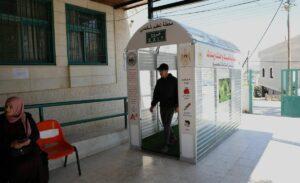 Corona-Desinfektionskammer in einem Dorf nahe Ostjerusalem