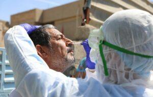 Ärzte führen Corona-Tests in Bagdad durch