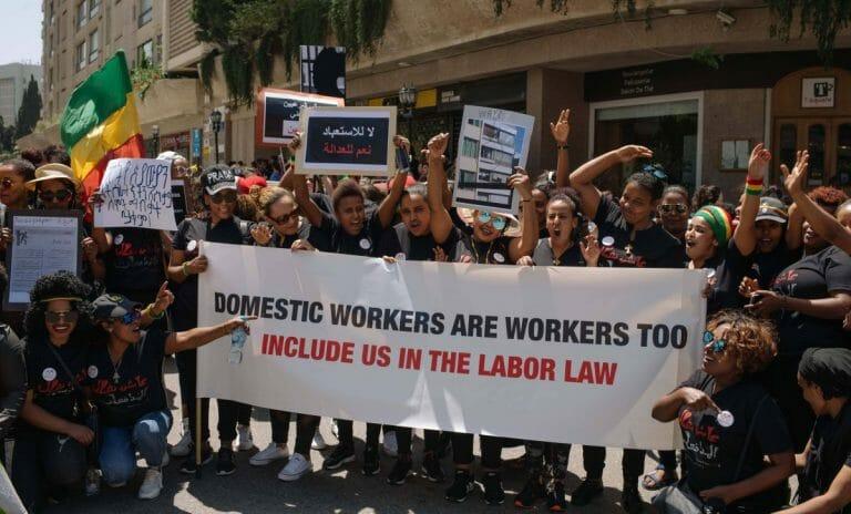 Afrikanische Hausangestellte in Beirut demonstrieren gegen das Kafala-System, das sie ihrer Rechte beraubt