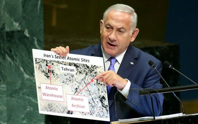 Netanjahu präsentiert vor der UNO, das iranische Atomarchiv, auf das sich der neue Bericht stützt