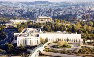 Wie können Oberster Gerichtshof (vo.) und Knesset (hi.) geschlossen sein, wenn sie zugleich die Handy-Daten-Nutzung bewilligen?