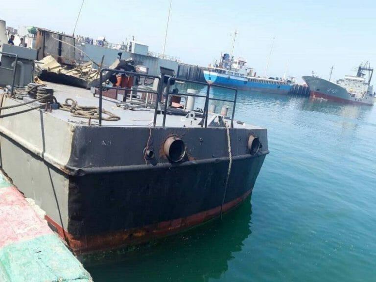 """Die Konarak, ein Schiff der iranischen Marine, geriet unter """"friendly fire"""". (imago images/ZUMA Wire)"""