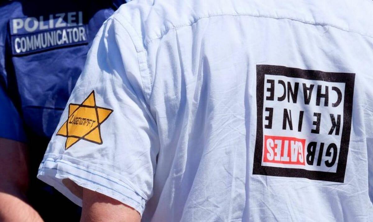 Bei Corona-Demonstration (hier in Frankfurt) kann Human Rights Watch Antisemitismus erkennen. Bei der Israel-Boykottbewegung unter unter europäischen Muslimen dagegen nicht.