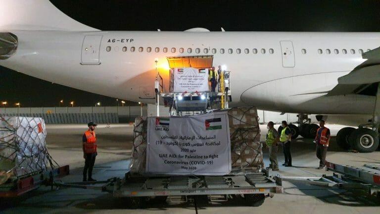 Mit ihrem ersten Mit ihrem ersten Direktflug nach Israel lieferte die emiratische Fluglinie Etihad Corona-Hilfsgüter für die Palästinensergebietelieferte die emiratische Fluglinie Etihad Corona-Hilfsgüter für die Palästinensergebiete