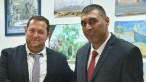 Mohammad Massad (re.) brachte Petion ein, um zu verhindern, dass PA Gelder zur Terrorfinanzierung verwendet