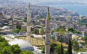 Türkei: Moschee im Stadtteil Konak von Izmir