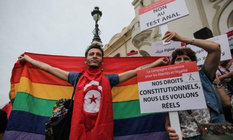 Tunesische Demonstranten für die Rechte von Homosexuellen