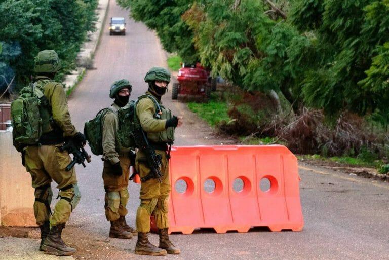 Israelische Soldaten an einem Sicherheitscheckpoint nahe der Grenze zum Libanon. (imago images/Xinhua)