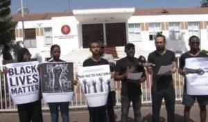 Afrikanische Studenten im türkisch besetzten Teil Zyperns demonstrieren gegen den alltäglichen Rassismus