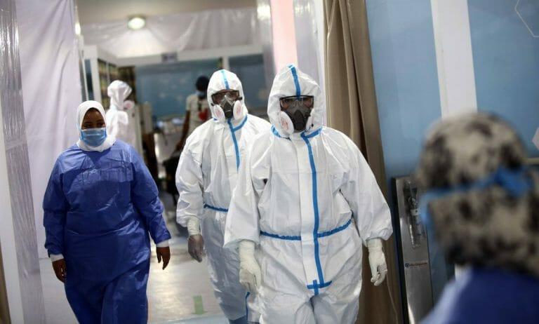 Medizinisches Personal auf einer Korona-Station in Kairo