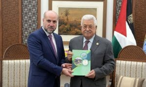 Der oberste Schariahrichter der Palästinensischen Autonomiebehörde al-Habbash mit PA-Präsident Abbas