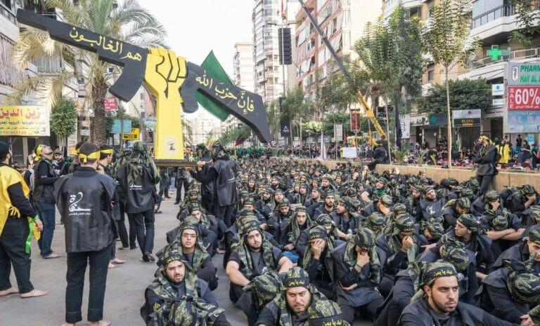 Hisbollah-Kämpfer in der libanesischen hauptstadt Beirut
