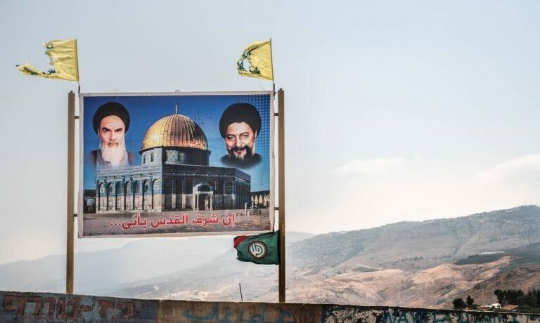 Irans Ayatollah Khomeini: Schild der Hisbollah an der libanesisch-israelischen Grenze