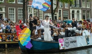 Teilnehmer der Pride Parade in amsterdam demonstrieren für LGBT-Rechte im Im Iran