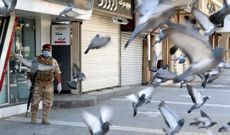 Nach einem Anstieg der Neuinfizierungen verschärft der Irak erneut den Corona-Lockdown