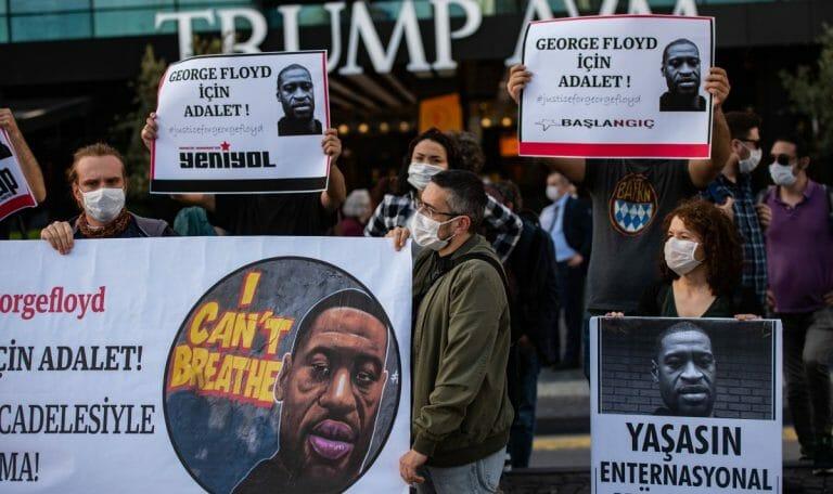 Auch in der Türkei wurde gegen rassistsische Polizeigewalt in den USA demonstriert