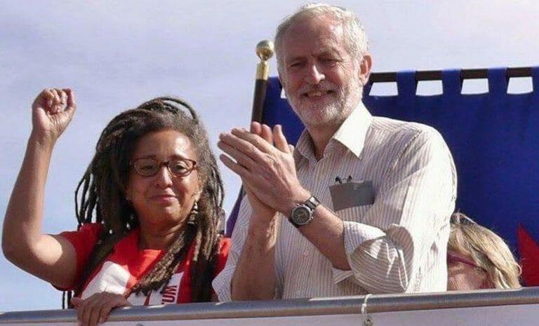 Jackie Walker mit dem ehemaligen Labour-Chef Jeremy Corbyn