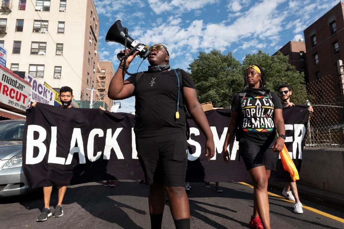 Demonstration von Black Lives Matter in New York. Das BLM-Manifest ist nicht frei von Antisemitismus, kritisiert Alan M. Dershowitz. (imago-images/ZUMA Wire)