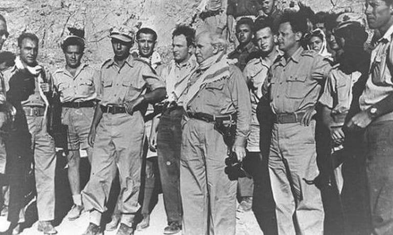 Yitzhak Rabin (li.), David Ben-Gurion (mi.) und Yigal Allon (re.) während des Unabhägigkeitskrieges