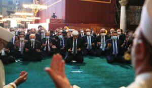 Erdogan beim ersten Freitagsgebet in der zu einer Moschee umgewidmeten Hagia Sophia