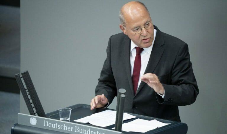 Gregor Gysi macht Israel im deutschen Bundestag für die Zunahme des Antisemitismus verantwortlich