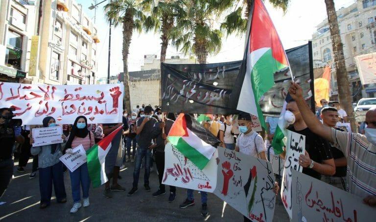 Vereinzelt kam es zu Protesten in Ramallah, Massenkundgebungen blieben aber aus