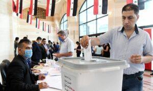 Assad ließ in den vom ihm kontrollierten Gebieten Wahlen abhalten, bei denen vom Regime handverlesene Kandidaten antraten