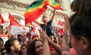 Demonstranten am Nationalen Frauentag Tunesiens fordern die Entkriminalisierung der Homosexualität