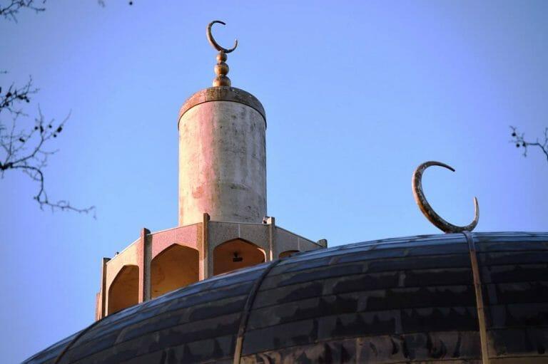 Besonders unter regelmäßigen Moscheebesuchern ist Antisemitismus ausgeprägt. Im Bild: Die Regent Park Moschee in London. (imago images/i Images)