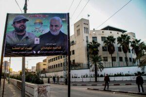 Plakat im Gazastreifen, rechts darauf: der bei vielen Arabern verhasste Qassem Soleimani. (imago images/ZUMA Press)