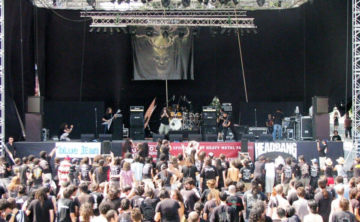 Die iranische Metal-Band Arsames auf einem Festival in der Türkei. (Mfaiiazi/CC BY 2.0)